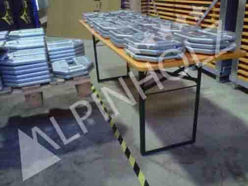 En plena prueba de la tonelada en una mesa plegable de Alpinholz