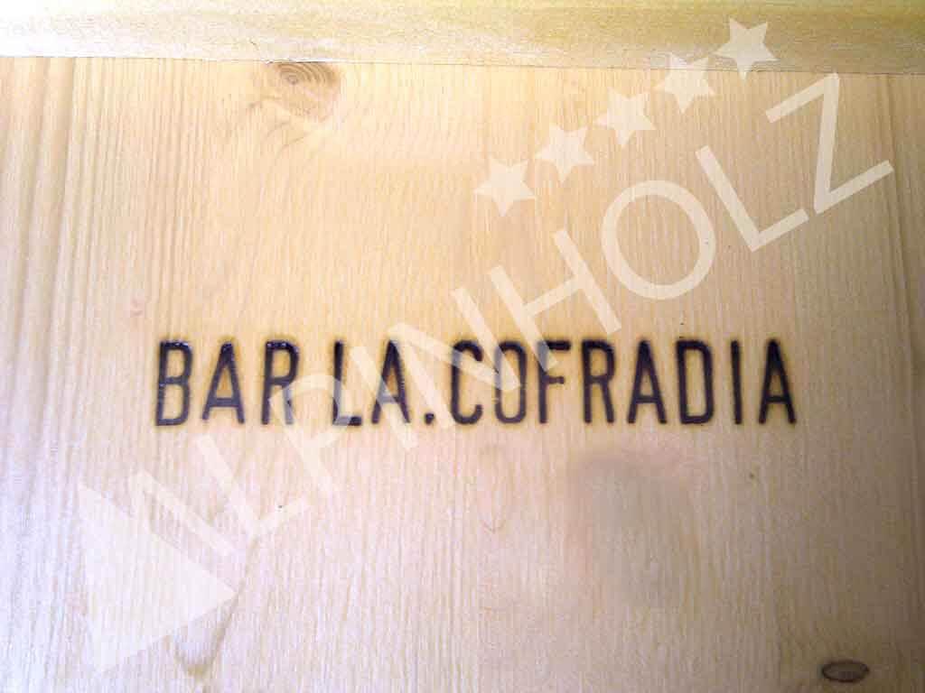 Marcaje a fuego en mesas Alpinholz, Bar la Cofradía