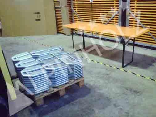 Mesas plegables Alpinholz preparados para la prueba de la tonelada