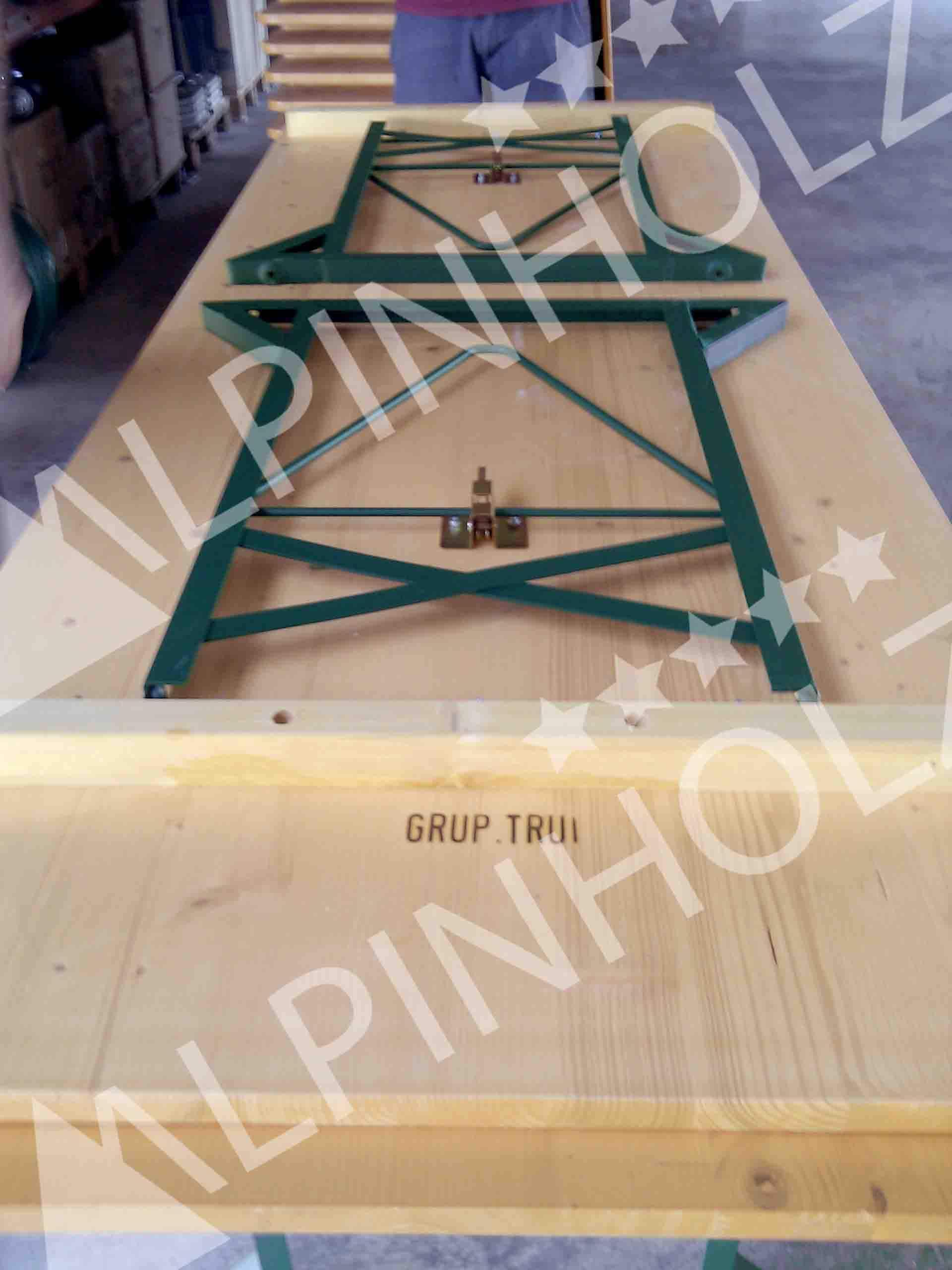 Mesas plegables de madera Alpinholz, marcaje a fuego con el nombre de su negocio