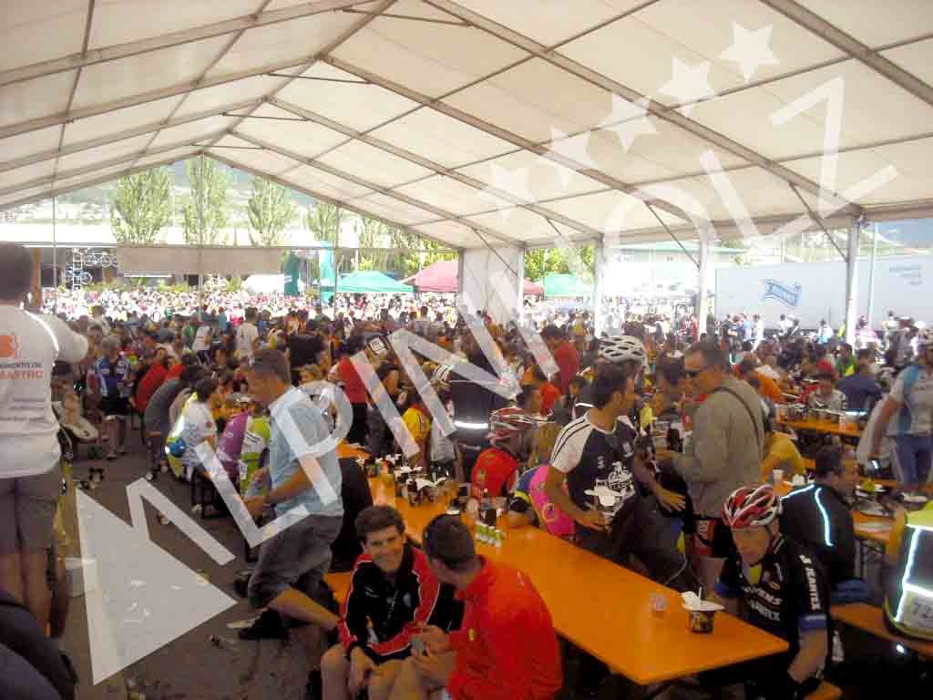 Bancos plegables y mesas plegables de madera para eventos