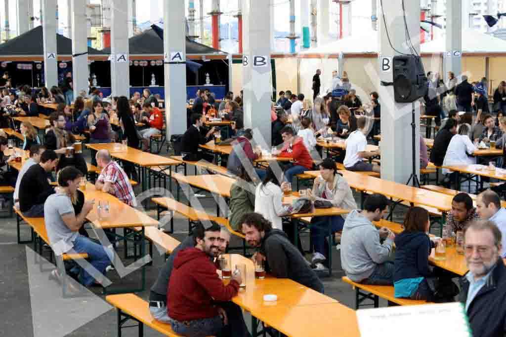 Mesas plegables de madera alemanas de Alpinholz, alquiler de mesas para fiestas de la cerveza