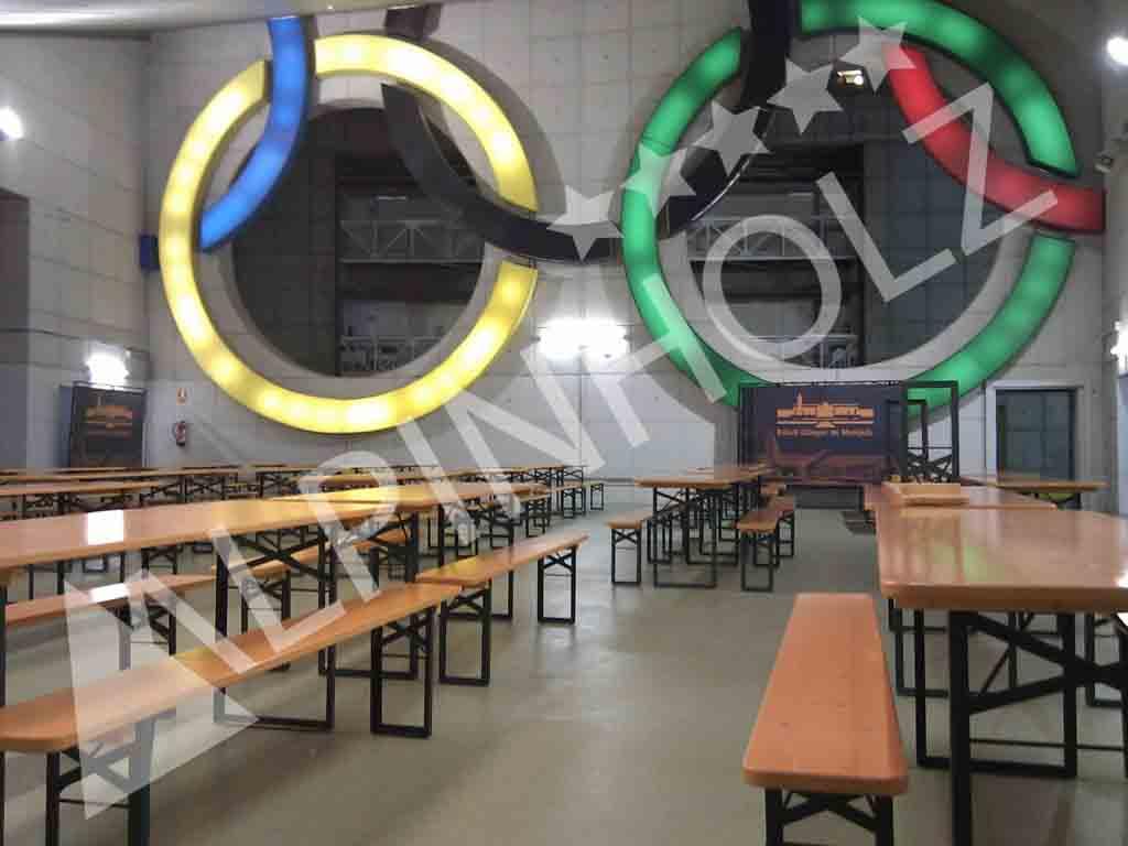 Mesas plegables de madera Alpinholz, alquiler de mesas para eventos deportivos