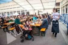 Mesas y bancos plegables de madera de Alpinholz, las mesas cerveceras