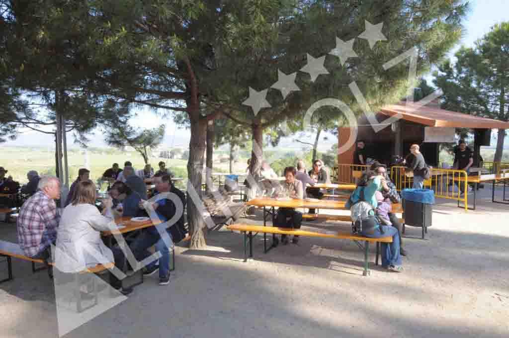 Mesas y bancos plegables de madera, mesas para eventos populares