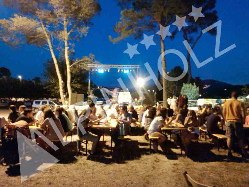 Mesas y bancos plegables de madera Alpinholz, mesas cerveceras de alquiler para eventos