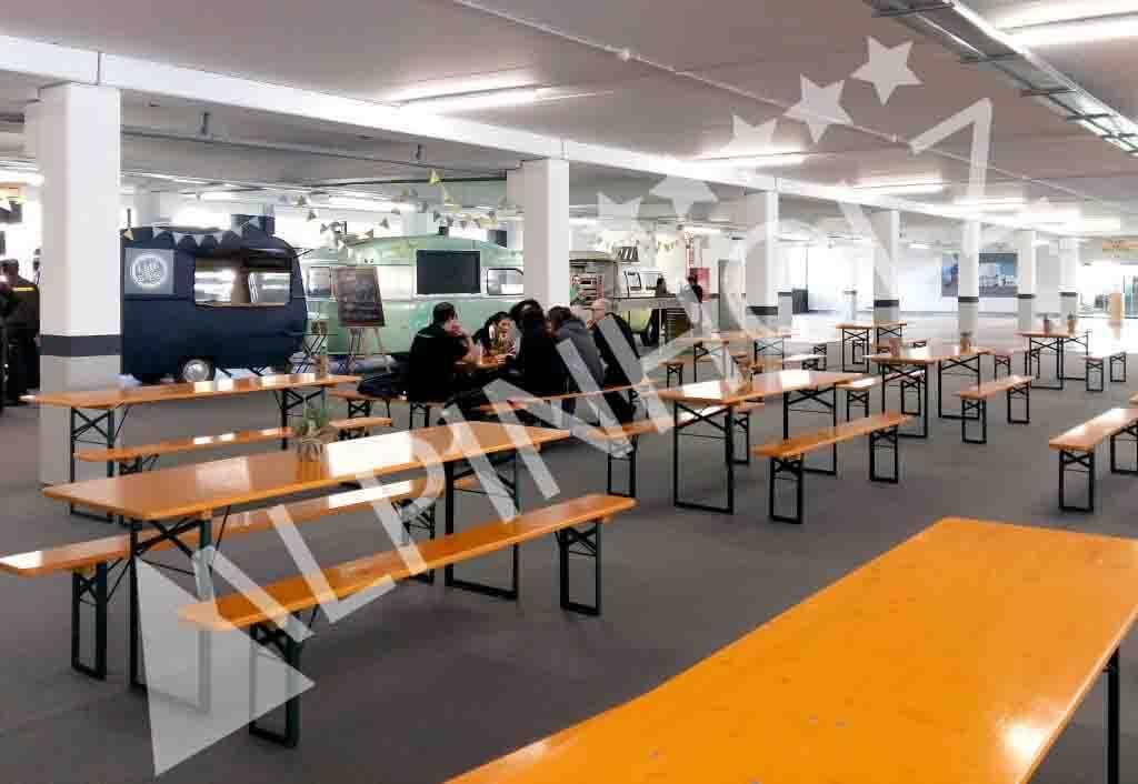 Mesas y bancos plegables de madera de Alpinholz, mesas para fiestas de alquiler