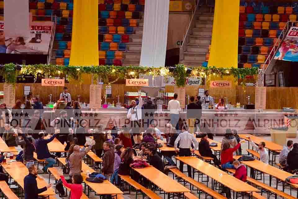 Mesas y bancos plegables de madera de Alpinholz