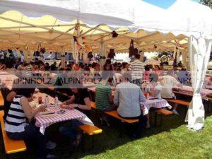 Mesas plegables para fiestas de empresa, alquiler de mesas cerveceras